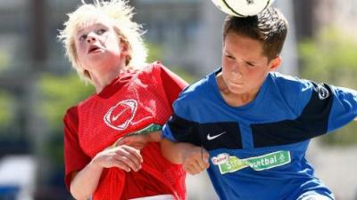 Voetballers: van kinderen tot scheuren!