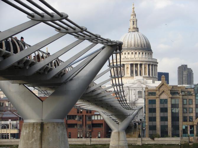 Мост Тысячелетия в Лондоне (Великобритания)