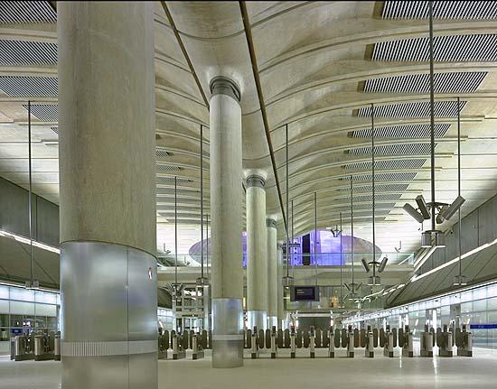 Станция метро Лондон Кэнэри-Уорф (Великобритания)