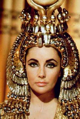 14. Ele cobrou um milhão de dólares em 1963 por fazer Cleópatra, a primeira vez que uma atriz recebeu tal quantia.