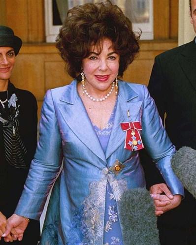 16. Sua última aparição no cinema foi em The Flintstones, em 1994, como mãe de Vilma.