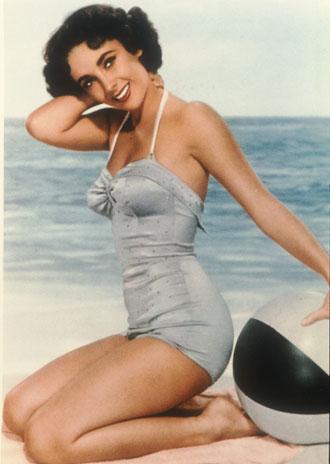 3. Apesar de ser considerada um ícone de beleza, suas pernas eram muito pequenas.
