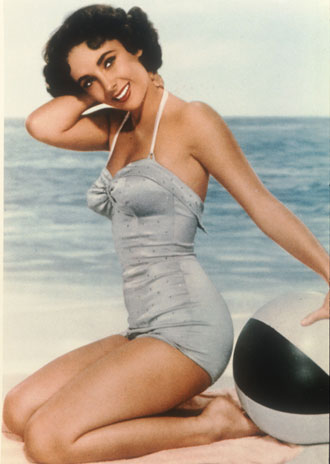 3. Despite being considered an icon of beauty, her legs were very small.