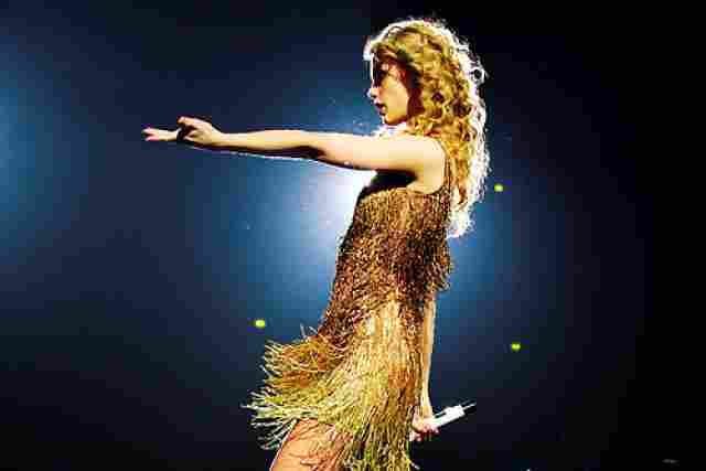 Fearless was in the first place of the Billboard 200 for eleven weeks.