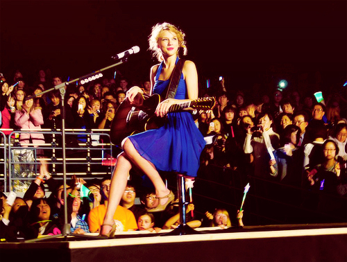 На телеканалах VMA она получила награду за лучшее женское видео года и видео года
