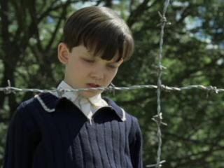 Asa Butterfield - Bocah Berpakaian Piyama Bergaris