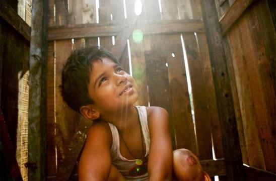Ayush Mahesh Khedekar - Slumdog Millionär