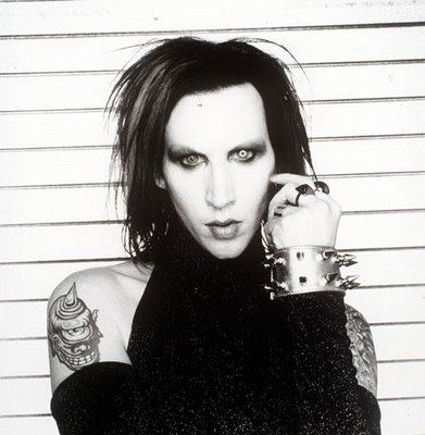 Manson ha confessato di essere stato violento con sua madre, un'infermiera, di cui ora si rammarica molto