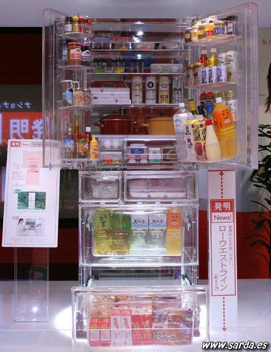 Uma geladeira transparente
