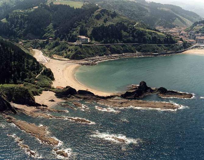 Praia Saturrarán em Mutriku (Guipuzkoa)