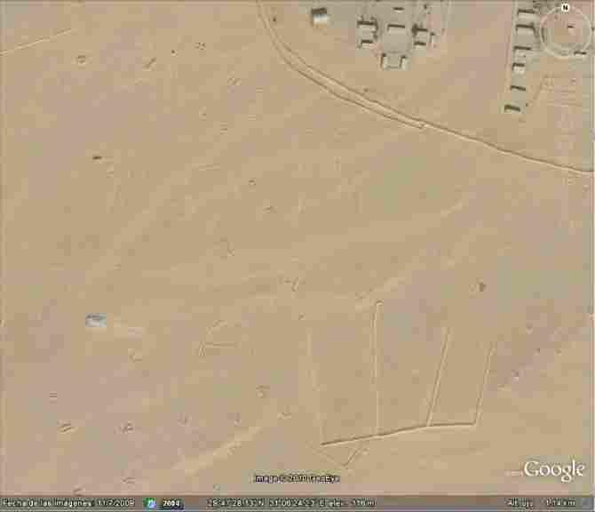 STRANGE GIANT DRAWINGS IN THE DESERT OF SAHARA