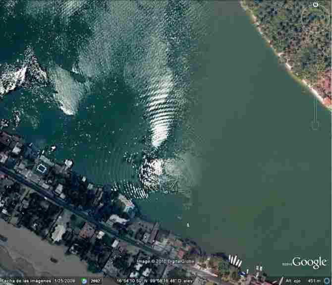 WAVES AT THE SEA (ACAPULCO, MEXICO)