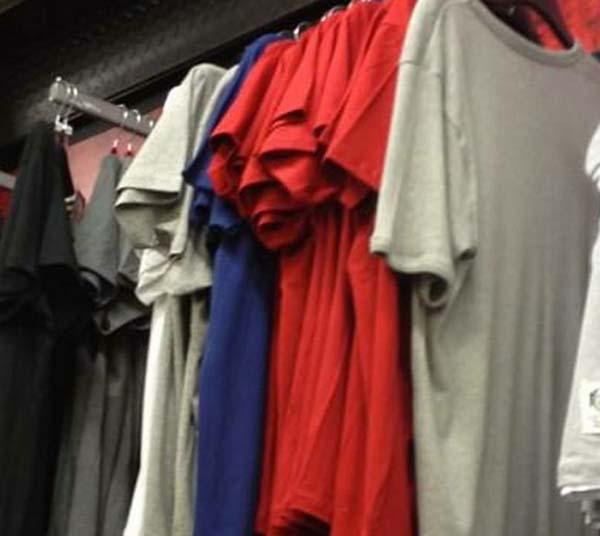 Camisetas que observan...