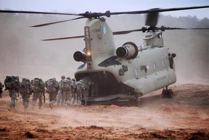 Hängiven helikopter för män