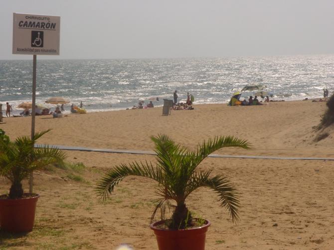 Пляж La Bota в Пунта Умбрия (Уэльва)