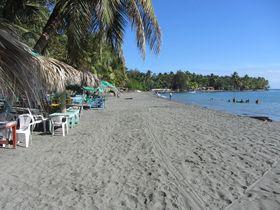Пляж Салинас де Бани