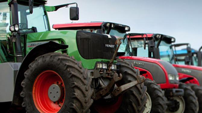 Merek terbaik traktor pertanian