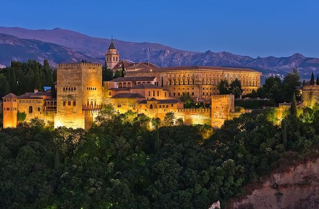 Granada: matahari terbenam tidak seperti yang lain