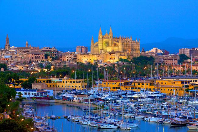 Palma de Mallorca: di mana katedral bersinar lebih terang dari sebelumnya