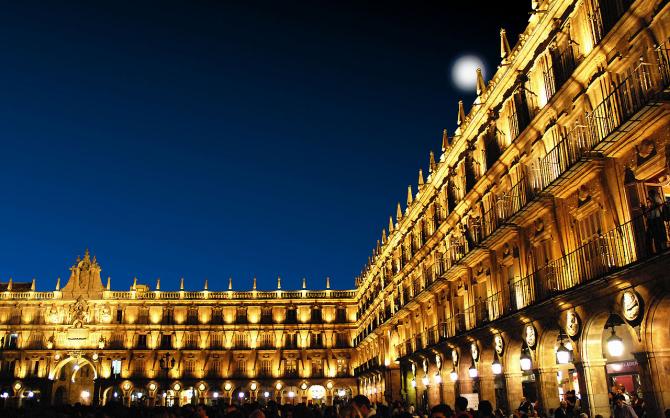 Salamanca: noaptea este o petrecere minunată