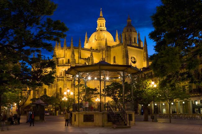 Segovia: en riktig juvel på natten