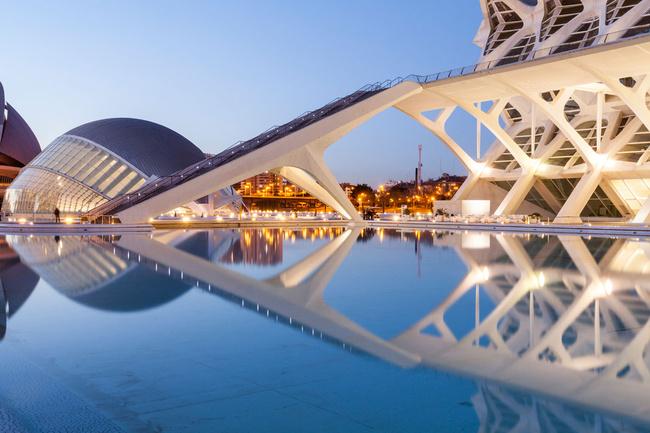 Valencia: mempunyai segala-galanya untuk menawarkan anda