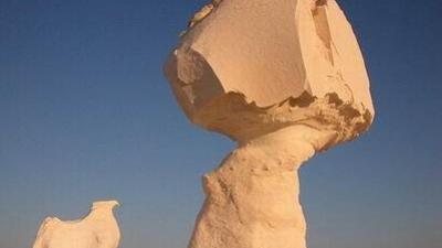 世界で最も有名な奇妙な形の岩