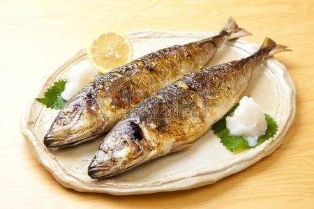 Peixe grelhado - o favorito de Kakashi e Konan
