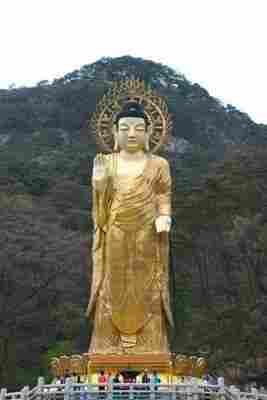 Buda dourado Maitreya de Beopjusa
