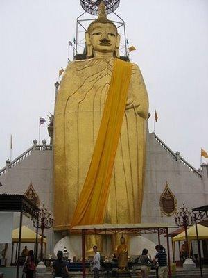 Buddha i Wat Indrawiharn i Bangkok