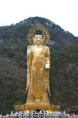 Golden Buddha Maitreya de Beopjusa