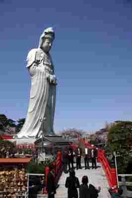 Magnífico Byakue Kannon de Takasaki