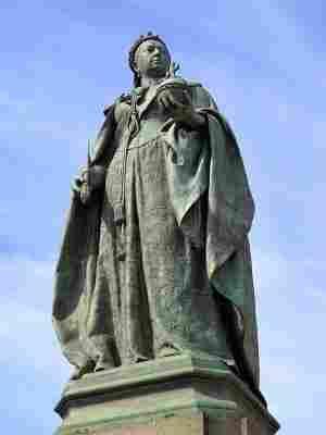 Regina Victoria Statuia