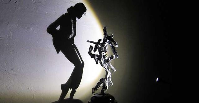 étonnantes sculptures d'ordures, de reflets et d'ombres