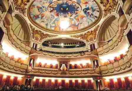 SUCRE NATIONAL THEATER (Quito)