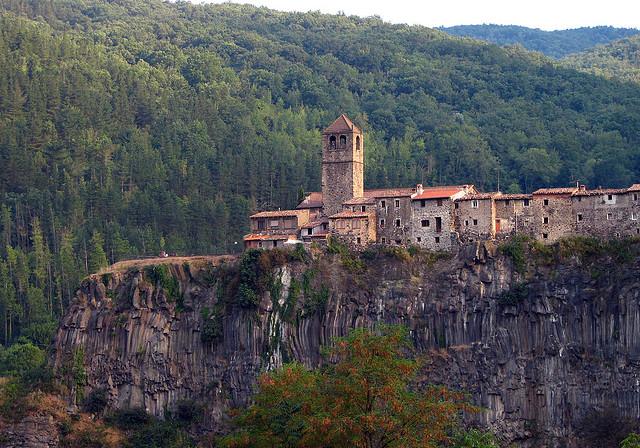 Maisons suspendues de Castellfollit (province de Gérone)