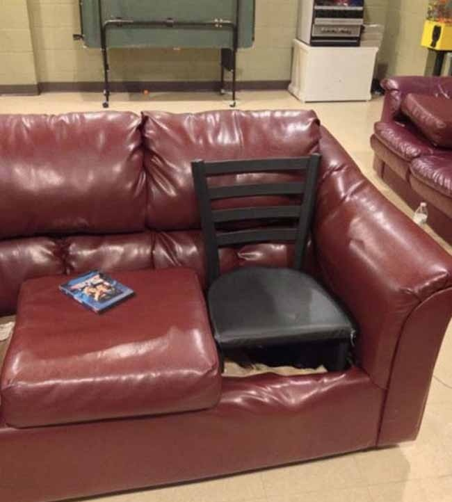 Cadeira no sofá