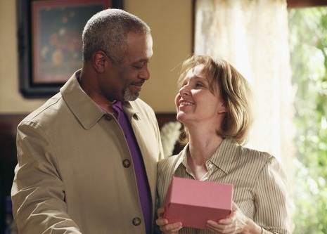 Ellis e Richard (Kate Burton e James Pickens Jr.)