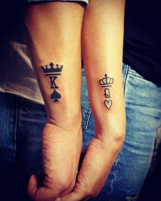 Tatuagem de coroa para casais
