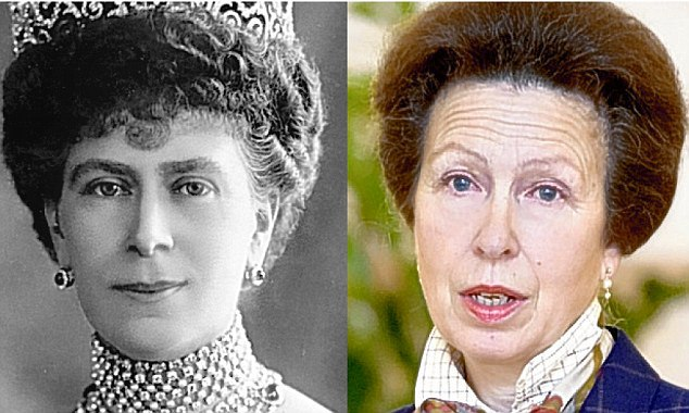 Queen Mary (1867-1953) e sua bisneta, princesa Anne