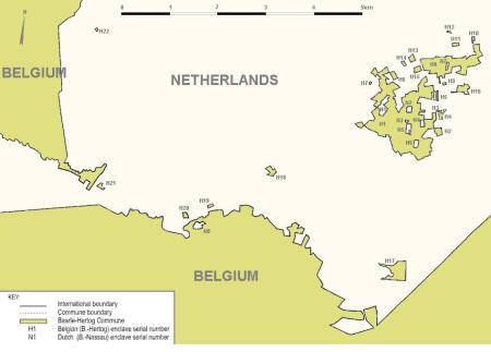 Baarle, Bélgica, na Holanda, na Bélgica, e vice-versa.