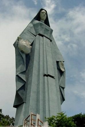 Jungfrau des Friedens ... 46.72 Mts.