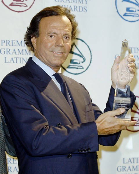 02 Julio Iglesias (Spain, Dominican)