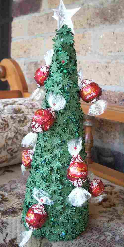Christmas tree with green flowers