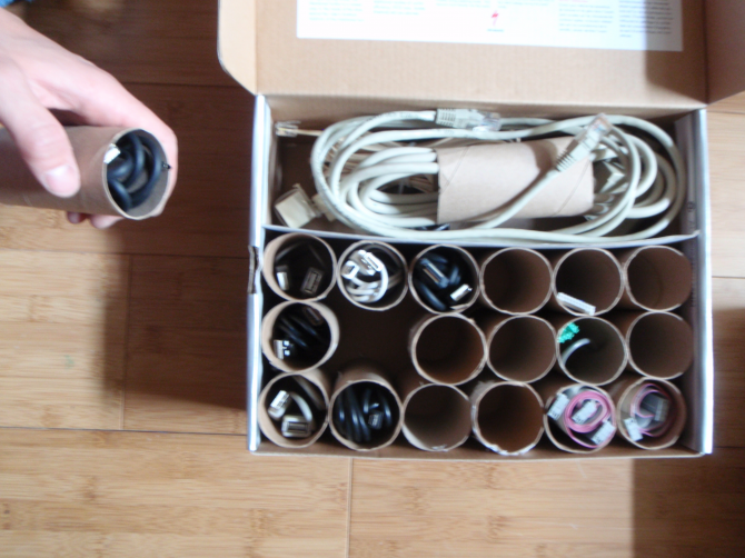 Use the cardboard of toilet paper rolls as an organizer