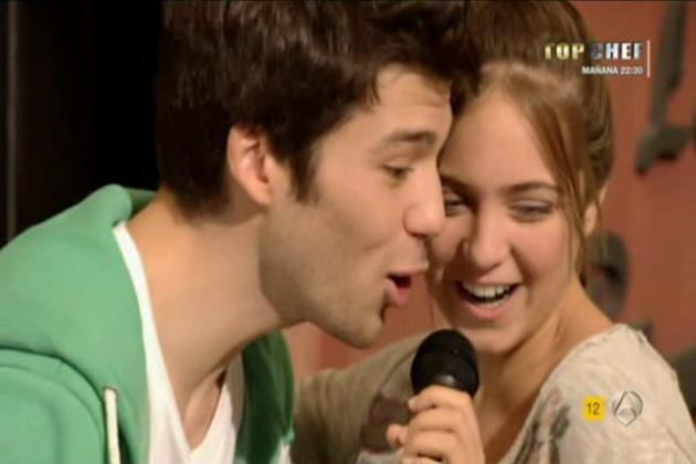 CARLOS Y PAULA - LIVE SINGING