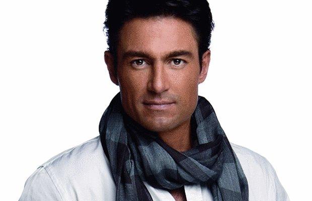 Fernando Colunga é Santiago Velasco