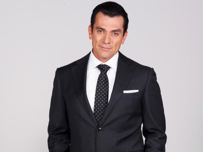 Jorge Salinas como Esteban Antunes