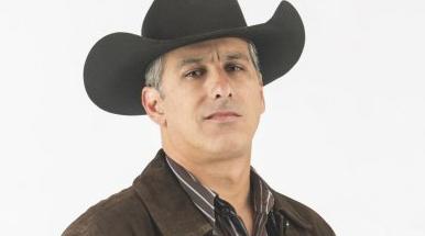 Julio Bracho é Facundo Carmona