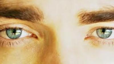 Jovens atores com os olhos mais fofos